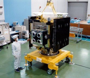 02小惑星探査機「はやぶさ (MUSES-C).jpg