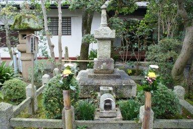 DSC02239木曾義仲公墓.JPG