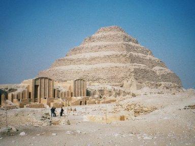 ジェセル王の階段ピラミッド01.jpg
