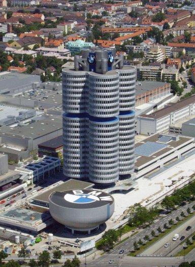 ドイツ・ミュンヘンのBMW本社ビルとBMW博物館.jpg