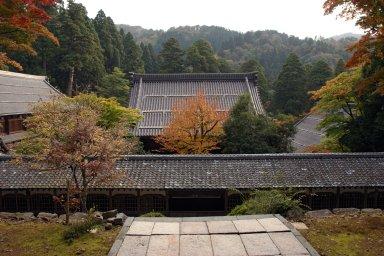 一文字廊と仏殿.jpg