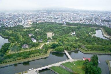 亀田役所土塁(五稜郭タワーから).jpg