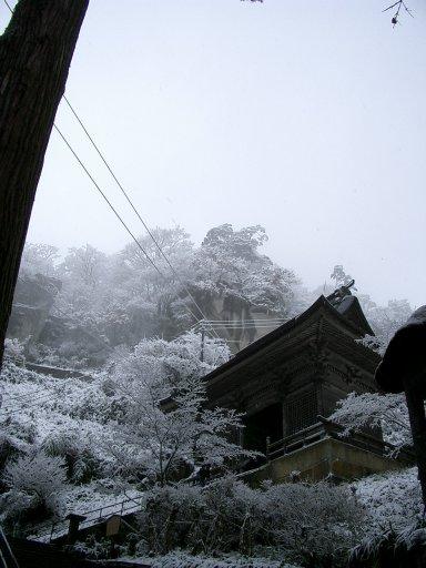 冬の仁王門:Wikipediaからの抜粋.jpg