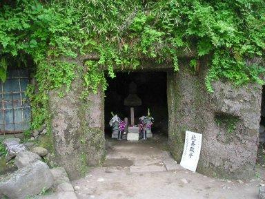 北条政子の墓Hojo_Masako_no_haka01.jpg