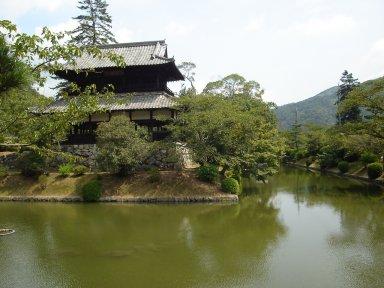 土居」跡に建つ錦雲閣と水堀.jpg