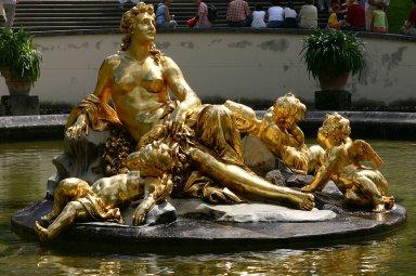 女神像の噴水Linderhof-5.jpg