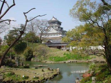 小倉城庭園と復興天守.jpg