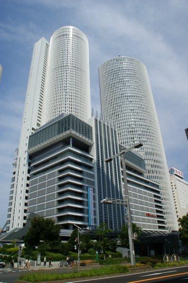 桜通口側JR_Central_Towers.jpg