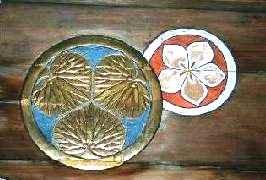 水戸徳川家の三つ葉葵の紋と 太田家の桔梗の紋but2.jpg