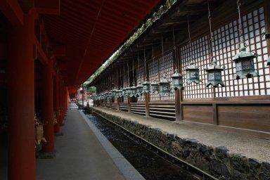 西回廊と直会殿.jpg
