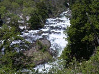 一枚岩の上を流れる平滑ノ滝.jpg