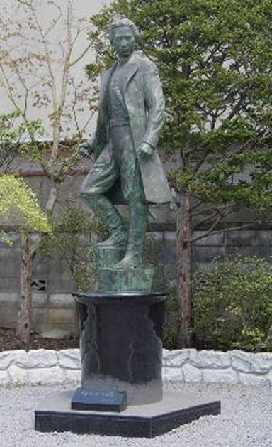 函館土方歳三像:Wikipediaからの抜粋.jpg