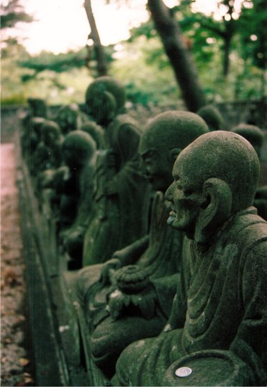 境内の五百羅漢像.jpg