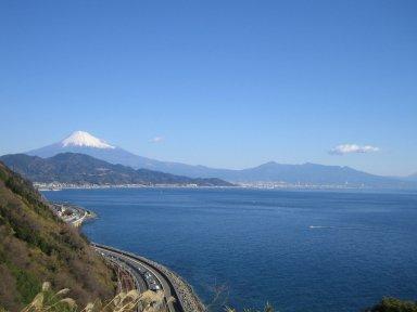 峠からの富士山と駿河湾.jpg