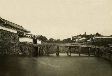江戸城西の丸大手橋(現在の皇居正門石橋)(1869年頃).jpg