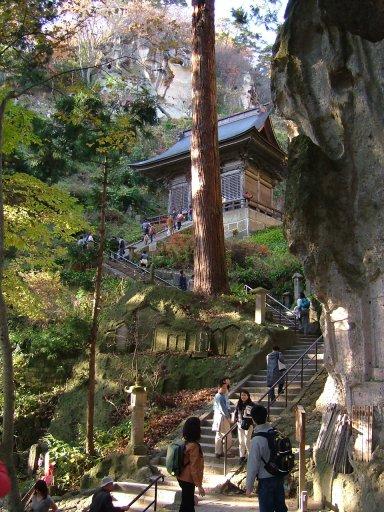 秋の仁王門前:Wikipediaからの抜粋.jpg