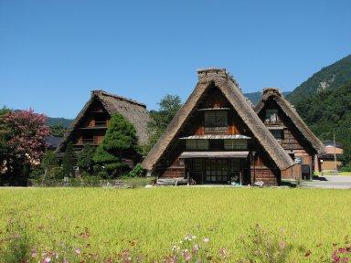 Shirakawa-go_houses_1.jpg